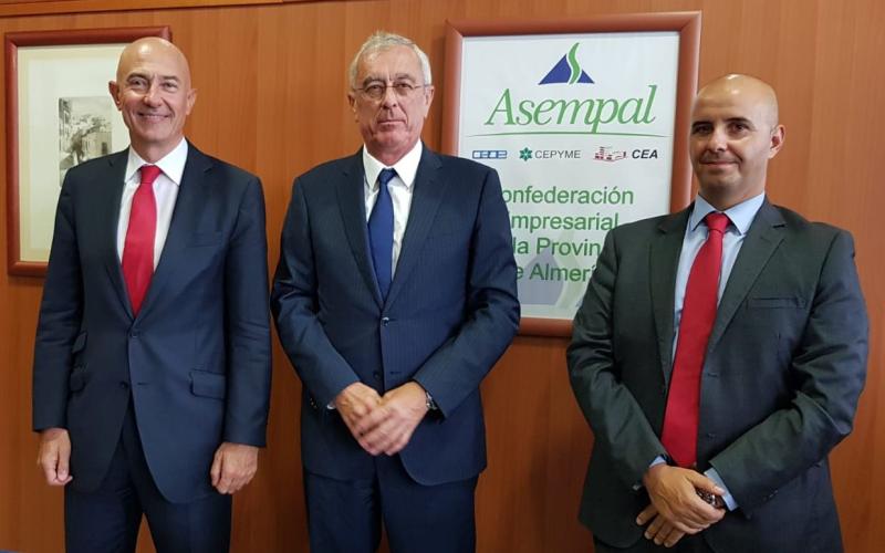 Asempal y el Banco Santander colaborarán para fortalecer la competitividad de las pymes almerienses
