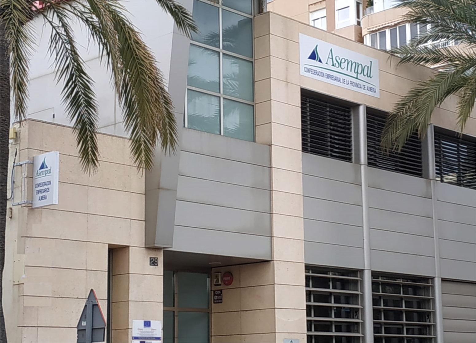 ASEMPAL y CEA informarán y asesorarán a pymes y autónomos de Almería sobre los préstamos que Garántia avalará hasta el 100%
